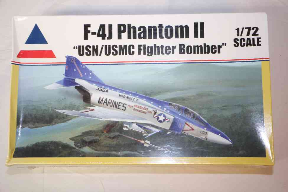 ACC0411 - Accurate Miniatures 1/72 F-4J Phantom II USN/USMC