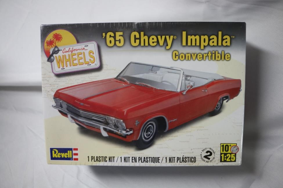 REV4933 - Revell 1/25 65 Chevy Impala Convertible