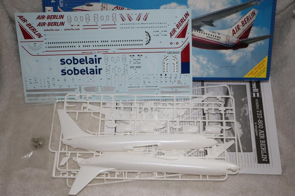 REV04202 - Revell 1/144 737-800 Air Berlin