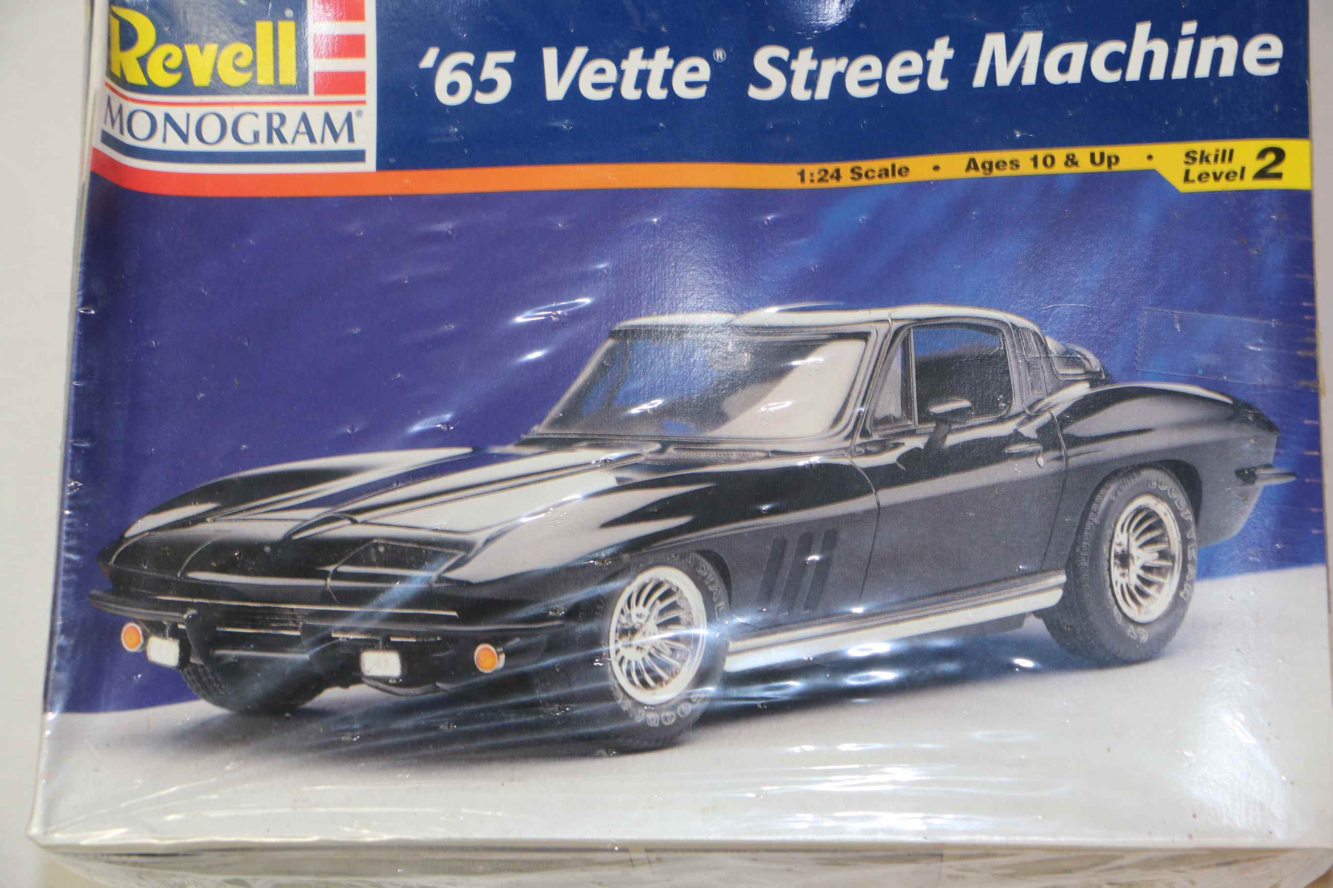 REV2724 - Revell 1/24 65 Vette Black Rat