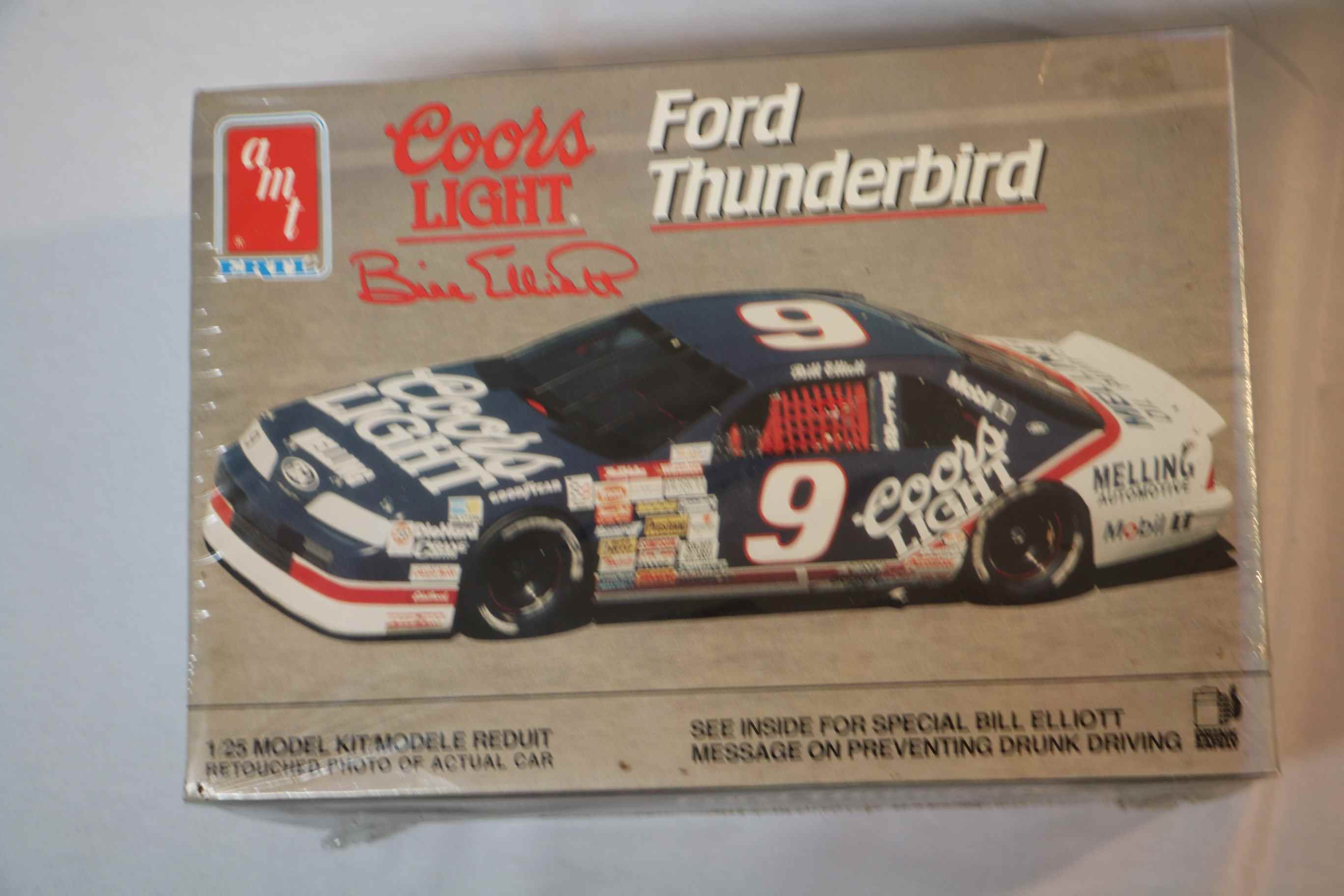 AMT6740 - AMT 1/25 Ford Thunderbird Coors Light