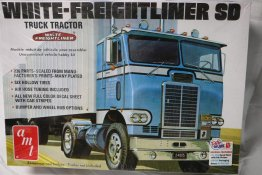 AMT1004 - AMT 1/25 White-Freightliner SD Truck Tractor