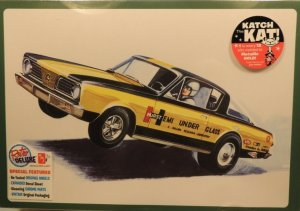 AMT1153 - AMT 1/25 PLYMOUTH BARRACOUDA HEMI SUPER BOSS HEMI UNDER GLASS