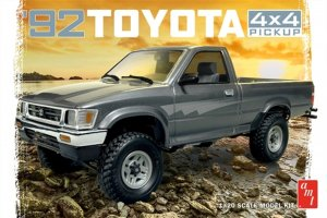 AMT1082 - AMT 1/20 1992 TOYOTA HILUX 4X4