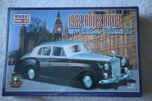 MIN11209 - Minicraft 1/24 1962 Rolls Royce Silver Cloud