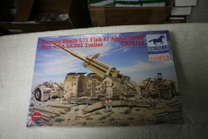 BROCB35114 - Bronco 1/35 German 88mm L71 Flak 41 Anti Aircraft Gun w/Sd.Ah.202 Trailer