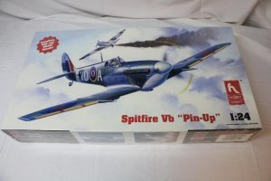 "HOB1802 - Hobbycraft 1/24 Spitfire VB ""Pin-Up"""
