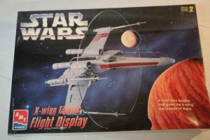 AMT8788 - AMT Star Wars X-Wing Fighter Flight Display