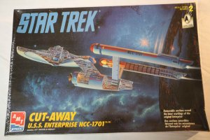 AMT8790 - AMT Star Trek USS Enterprise NCC-1701 Cut-Away