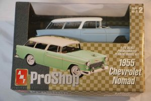 AMT31835 - AMT 1/25 1955 Chevrolet Nomad Fully Decorated Easy Assembly