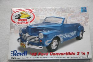 RMX2047 - Revell 1/25 1948 Ford Convertible 2'n 1 Goodguys Rod & Custom Series