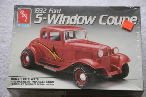 AMT6578 - AMT 1/25 1932 Ford 5-window Coupe