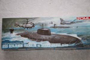 DRA7006 - Dragon 1/700 USS Benjamin Franklin vs Soviet Sierra Class