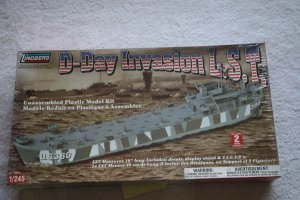 LIN70876 - Lindberg 1/245 D-Day Invasion L.S.T.