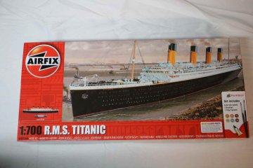 AIR50164A - Airfix 1/700 RMS Titanic Starter Set