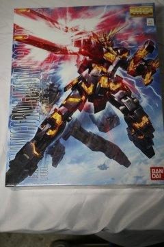 BAN0175316 - Bandai 1/100 RX0 Unicorn Gundam 02 Banshee