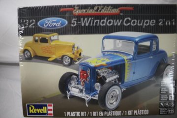 REV4228 - Revell 1/25 32 Ford 5-Window Coupe 2'n1