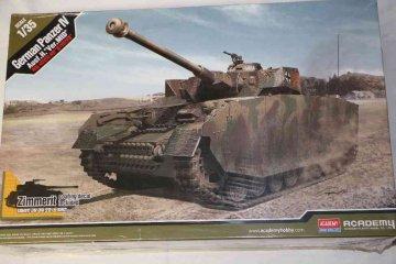 ACA13516 - Academy 1/35 German Panzer IV Ausf.H 'VET.MID'