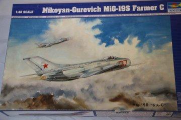 TRP02803 - Trumpeter 1/48 MiG-19S Farmer C